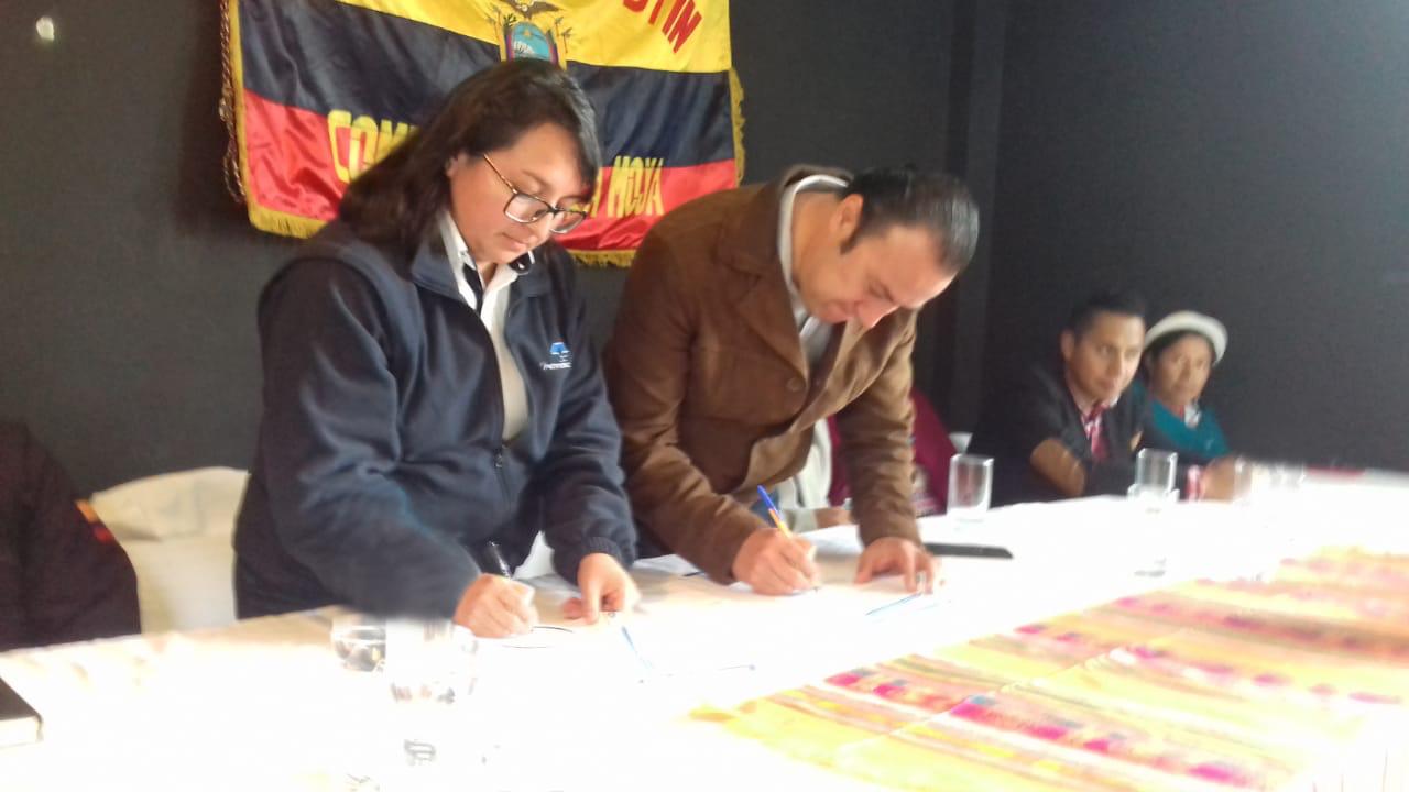 EP Petroecuador suscribe convenio para la construcción de alcantarillado sanitario en La Moya, provincia de Chimborazo