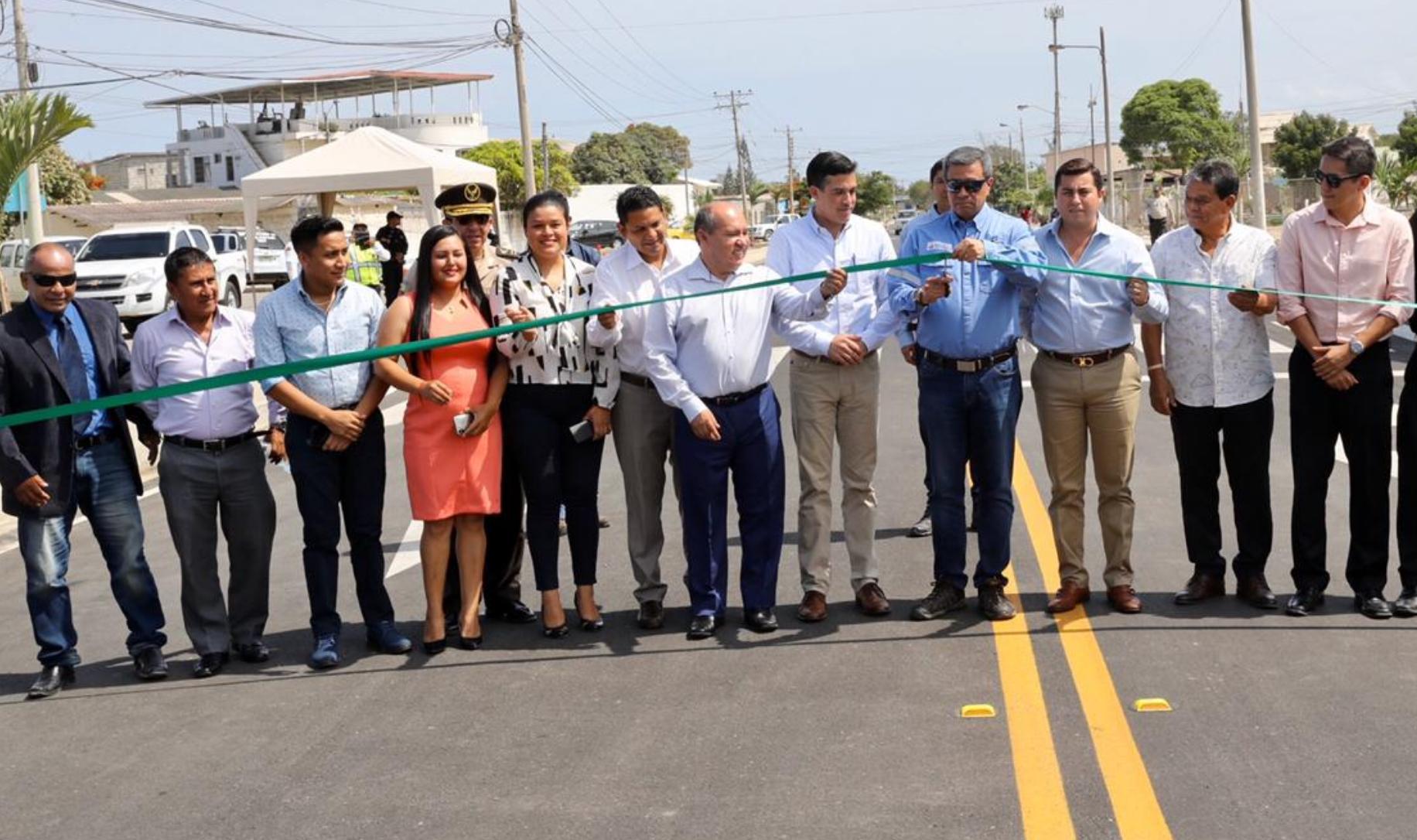 EP Petroecuador invirtió cerca de USD 2 millones en 3.2 kilómetros de asfaltado en dos barrios de La Libertad, Santa Elena